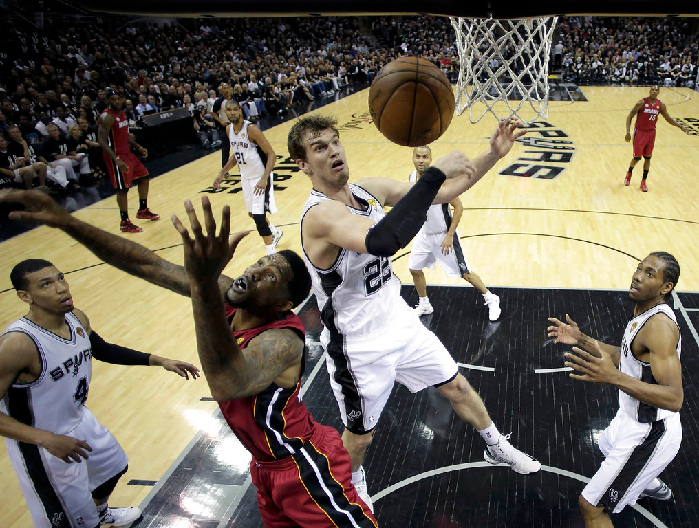 . San Antonio Spurs \'Tiago Splitter (22) stops Miami Heat\'s Udonis Haslem (40) from scoring during Game 3 of their NBA Finals basketball playoff in San Antonio, Texas June 11, 2013. REUTERS/Eric Gay/Pool