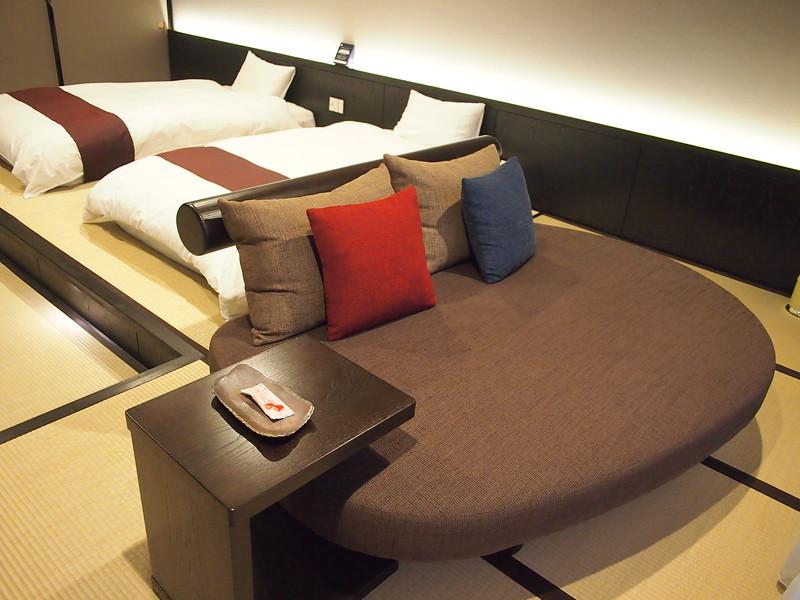 P9297788-oirase-keiryu-hotel-couch.JPG