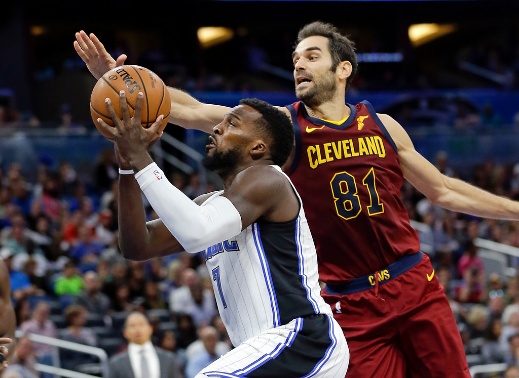 . Orlando Magic\'s Shelvin Mack, left, slips past Cleveland Cavaliers\' Jose Calderon (81) for a shot during the second half of an NBA preseason basketball game, Friday, Oct. 13, 2017, in Orlando, Fla. (AP Photo/John Raoux)