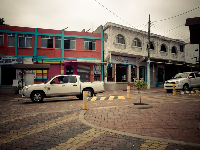puerto ayora trucks.jpg