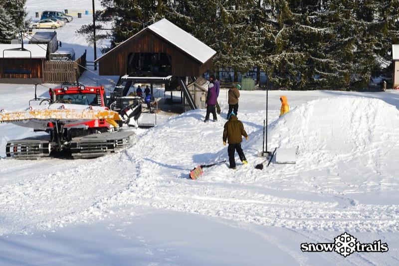 SnowTrailsBigAirPrep1_21_11_Image024.jpg