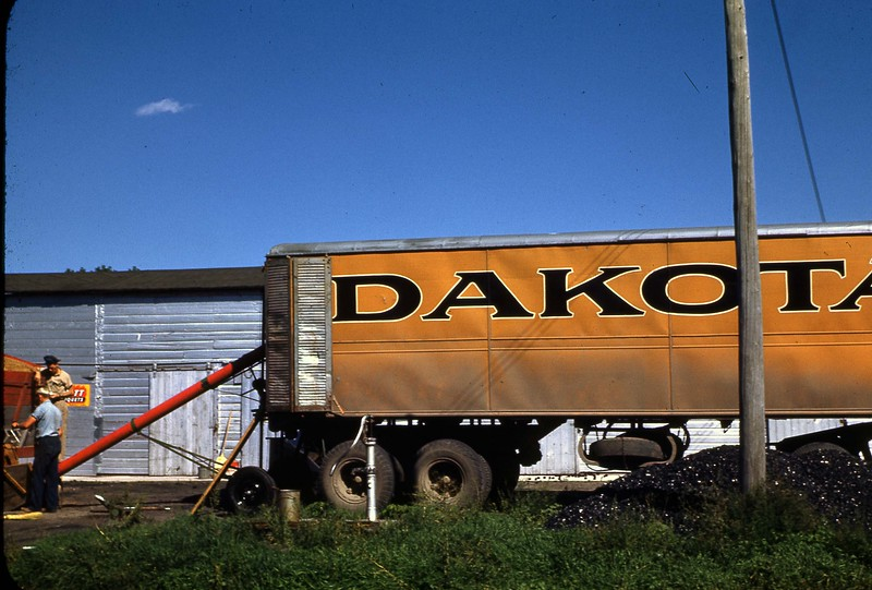 ARS045.  Dakota grain truck. - 1946‡jpg.jpg