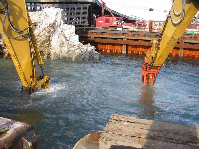 NPK GH18 hydraulic hammer on excavator breaking rock underwater (1).jpg