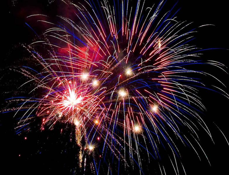 Fireworks at Burlington Waterfront - 7.jpg