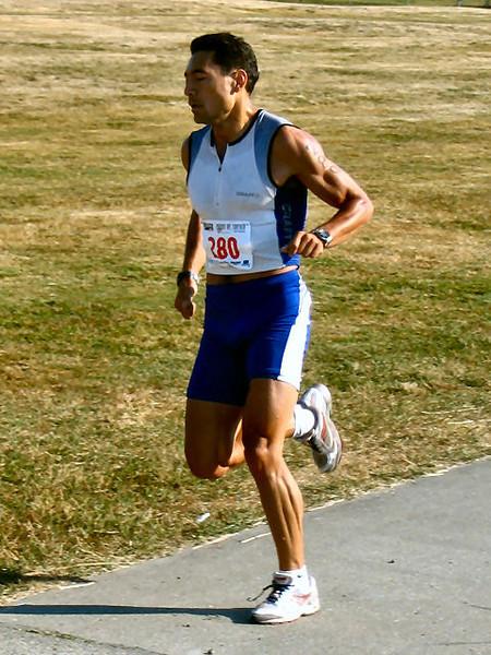 2005 Cadboro Bay Triathlon - Arturo Huerta warms up