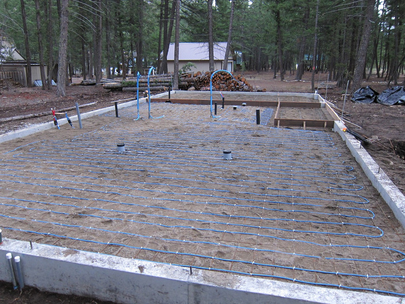 Plumbing is ready, electric is ready, including the heating mesh for the floor.