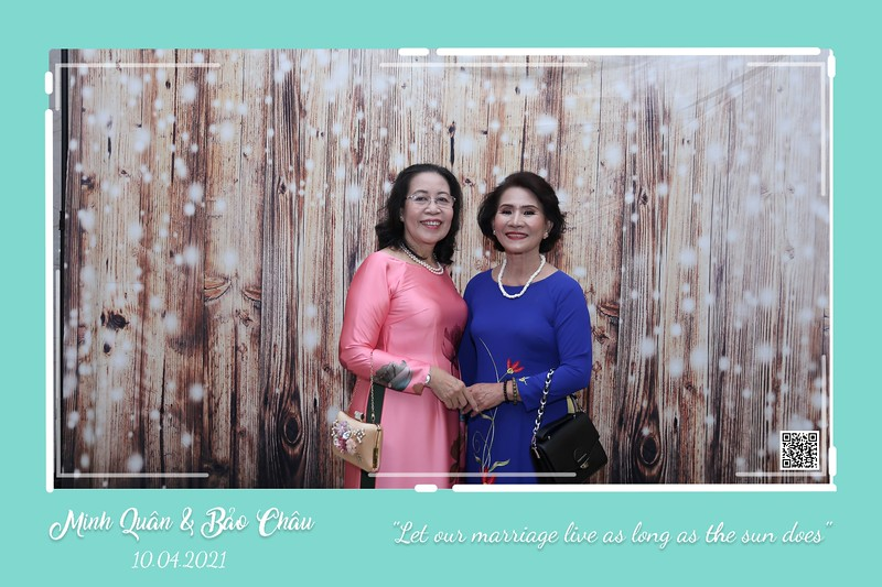 QC-wedding-instant-print-photobooth-Chup-hinh-lay-lien-in-anh-lay-ngay-Tiec-cuoi-WefieBox-Photobooth-Vietnam-cho-thue-photo-booth-011.jpg