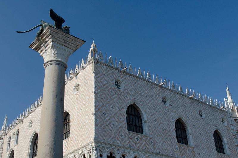 Piazza Gargoyle