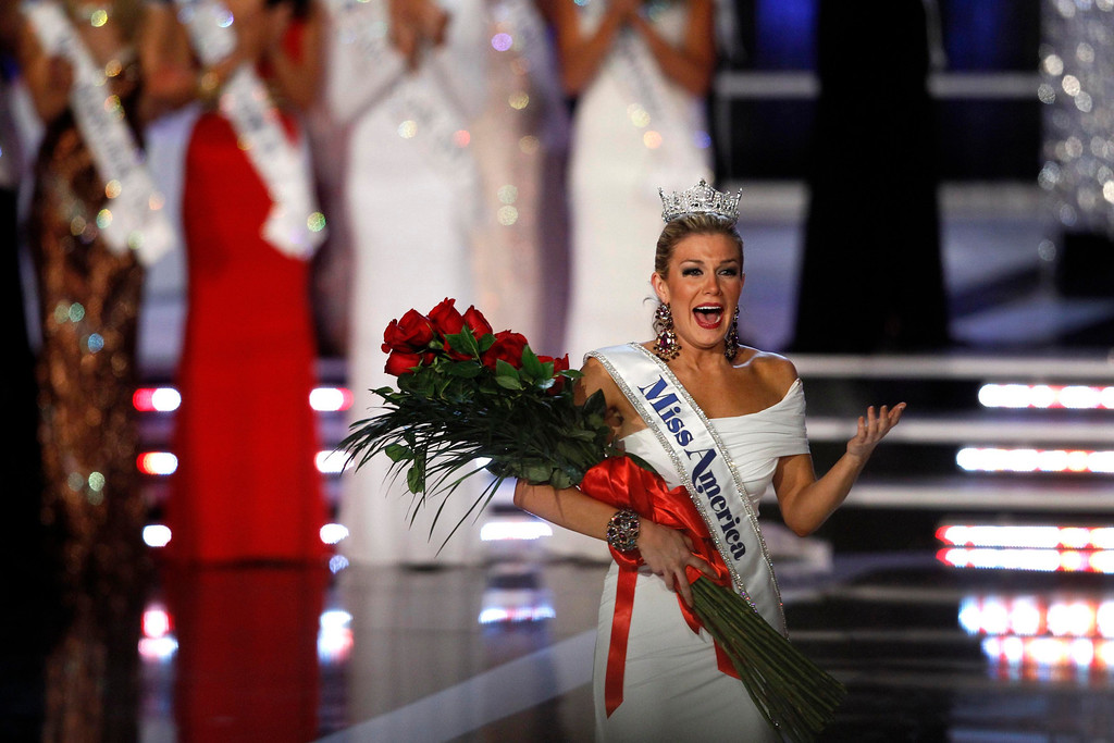 . Miss New York Mallory Hytes Hagan, 23, reacts after being crowned Miss America 2013 during the Miss America Pageant in Las Vegas January 12, 2013. REUTERS/Steve Marcus (UNITED STATES - Tags: ENTERTAINMENT TPX IMAGES OF THE DAY)