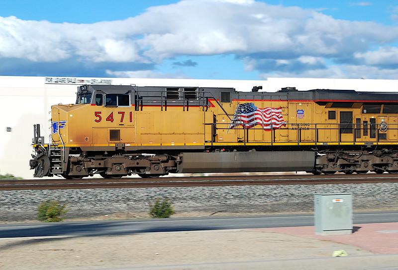 2011-02-26 Indio CA UP 5471 GE AC45CCTE.JPG
