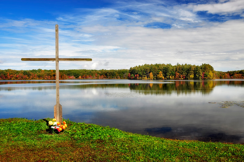 Cross by the Lake, Rhode Island
