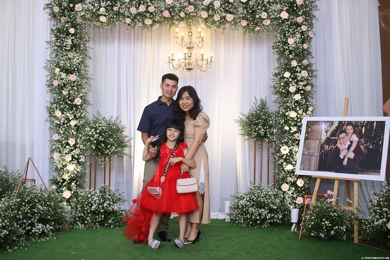 Vy-Cuong-wedding-instant-print-photo-booth-in-Bien-Hoa-Chup-hinh-lay-lien-Tiec-cuoi-tai-Bien-Hoa-WefieBox-Photobooth-Vietnam-059.jpg