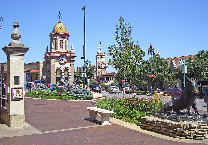 800px-Country_Club_Plaza_1_Kansas_City_MO.jpg