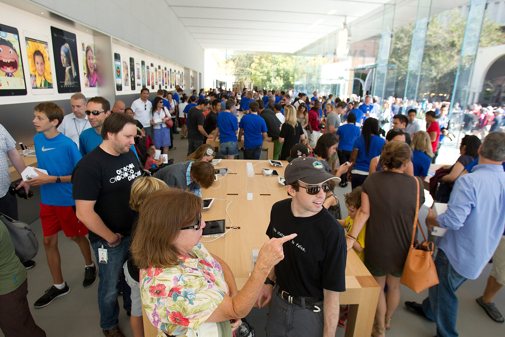 . Apple enthusiasts check out the redesigned Apple Store at the Stanford Shopping Center in Palo Alto, Calif., on Saturday, Sept. 7, 2013.  (LiPo Ching/Bay Area News Group)