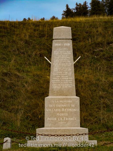 Memorial on Villard-Reymond to World War 1 soldiers.