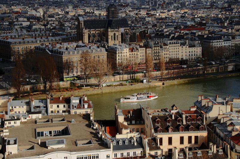 Boat on the La Seine