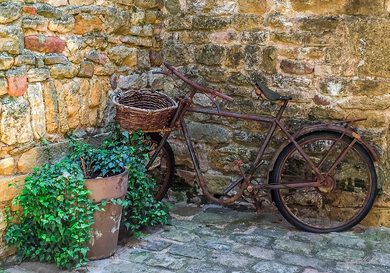 Old and Rusty Bicyclette