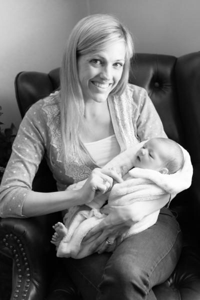 2014.03.30 Whitney Kronforst Newborn Photos B-W 80.jpg