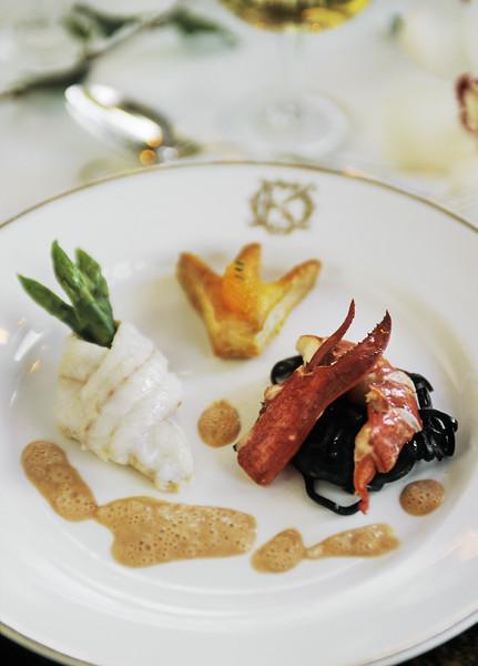 Werner Vögeli. Operakällaren. Filet de sole en cravate et homard de la côte ouest au champagne l'honneur de sa Majesté la Reine Silvia.