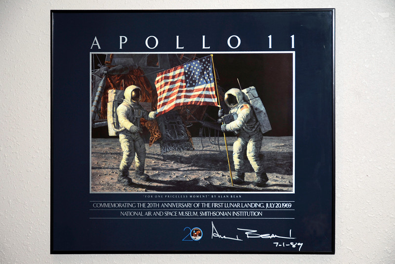 2011/12/1 – I was in the basement family room and noticed this piece on the wall. I've taken it for granted for many years, but each year it becomes a little cooler to own. I got it in 1989 for the 20th anniversary of the Lunar landing on the moon in July of 1069. That 20 years has become 42 years now. The painting was painted by astronaut Alan Bean, who flew the lunar module in 1969 for the Apollo 11 moon landing. What makes the poster so nice is the fact that I personally met Alan Bean and had him sign the poster.