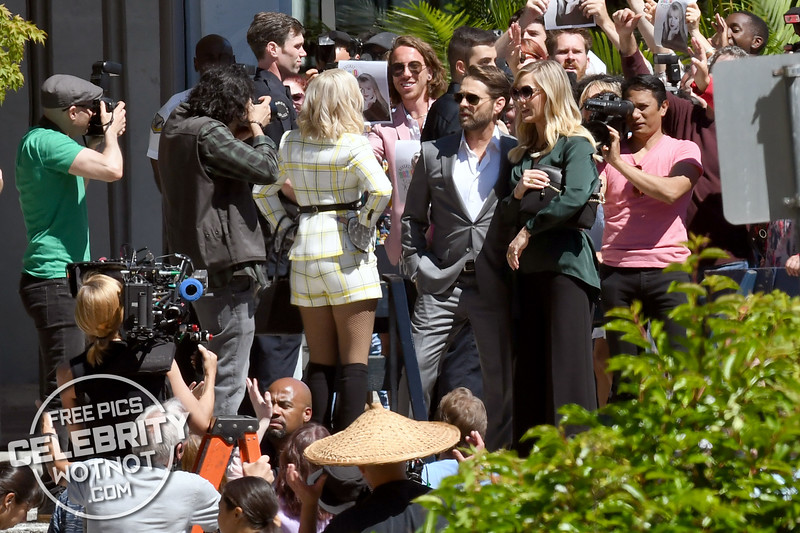 EXCLUSIVE: Jason Priestley, Tori Spelling and Jennie Garth Swamped By Fans On Set of BH90210, Vancouver