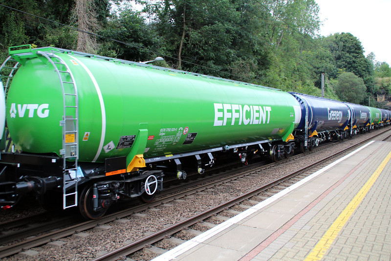 New GBRF TEA 83.70.7792020-0 on 6E92 Acton Lane-Immingham passes Welwyn North 23/08/12.