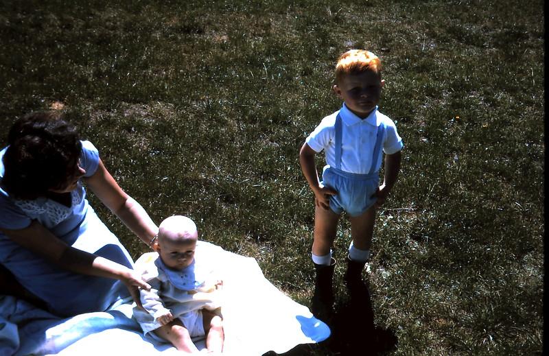 1965-12-8 (8) David 2 yrs, Susan 4 mths.JPG