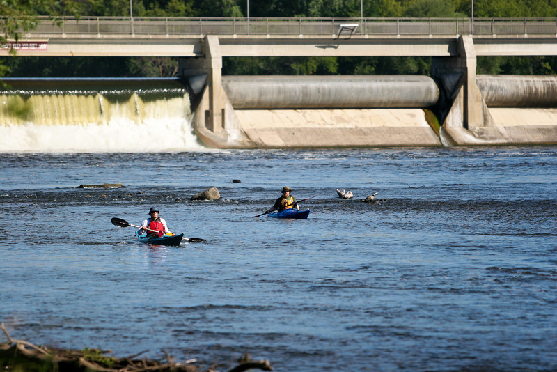 As you can see, the put-in point was just a couple hundred feet downstream of the western half of the Coon Rapids Dam.
