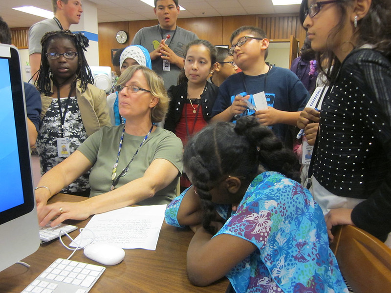 5425_Jane_Holt_helps_TRACKS_scholars_write_a_story_about_their_East_visit_1200x900.JPG