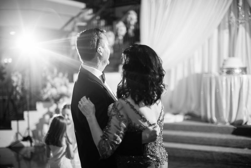 1117_Josh+Lindsey_WeddingBW.jpg