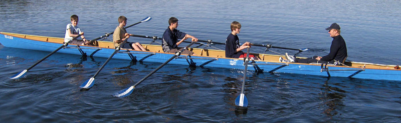 Første gang på vannet: Svenn Erik gir instruksjoner
