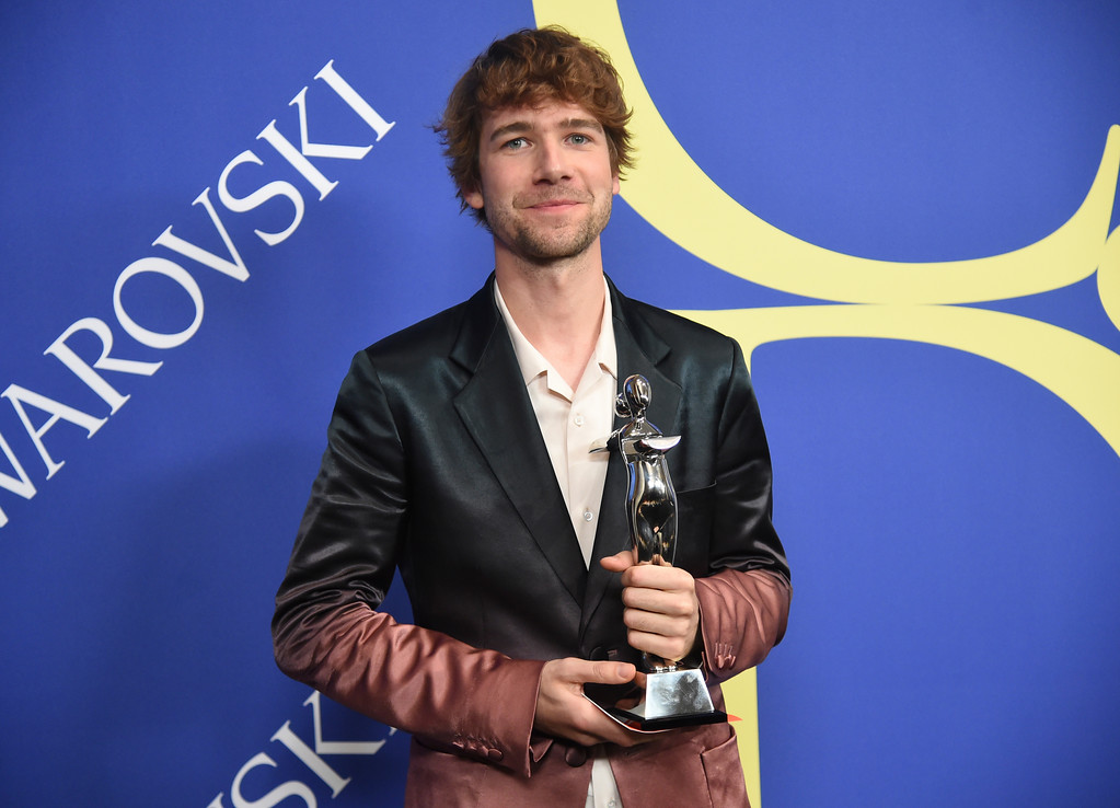 . Sander Lak poses in the winner\'s walk with the emerging talent award at the CFDA Fashion Awards at the Brooklyn Museum on Monday, June 4, 2018, in New York. (Photo by Evan Agostini/Invision/AP)