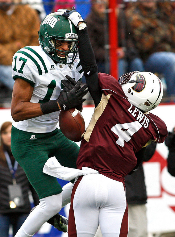 . Ohio receiver Bakari Bussey loses control of a pass as Louisana-Monroe cornerback Rob\'Donovan Lewis defends during the first quarter of the Independence Bowl NCAA college football game in Shreveport, La., Friday, Dec. 28, 2012. (AP Photo/Charles A. Smith)