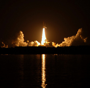 Space Shuttle Discovery 08/28/09