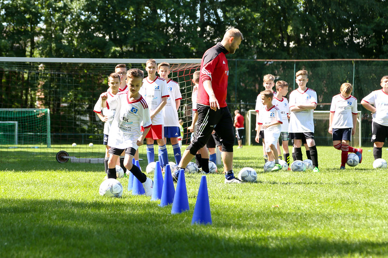 hsv_fussballschule-227_48048032562_o.jpg