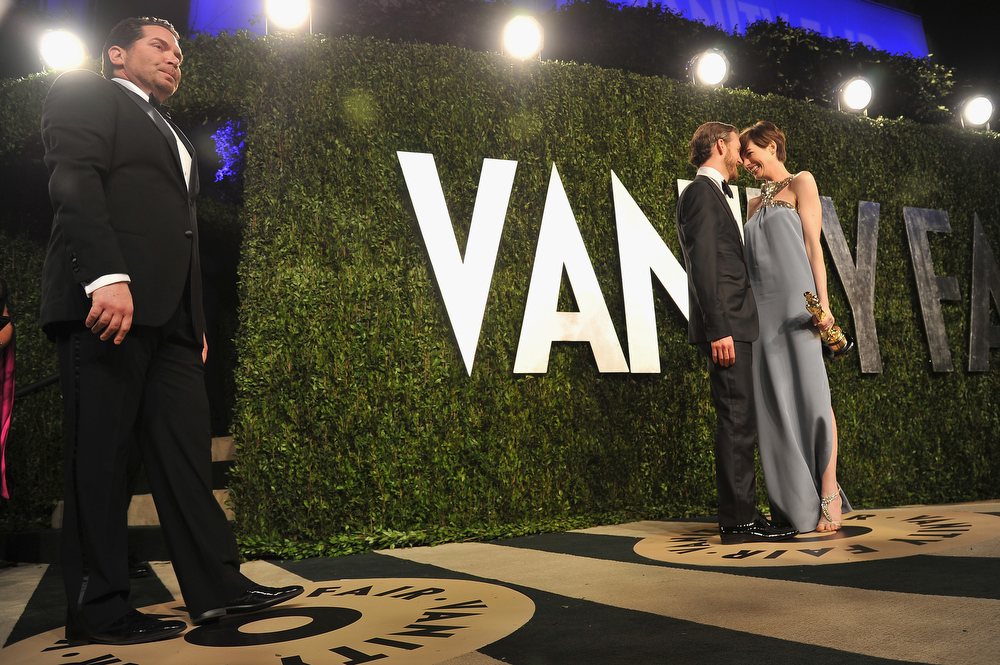 Description of . Actress Anne Hathaway (R) and Adam Shulman arrive at the 2013 Vanity Fair Oscar Party hosted by Graydon Carter at Sunset Tower on February 24, 2013 in West Hollywood, California.  (Photo by Pascal Le Segretain/Getty Images)
