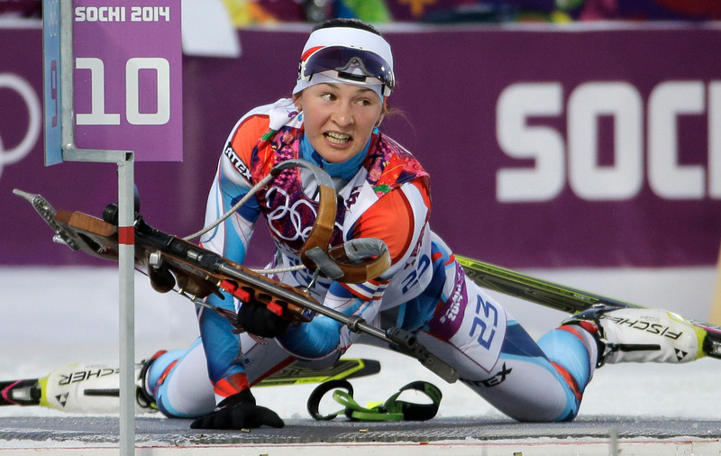 . Czech Republic\'s Veronika Vitkova leaves the shooting range during the women\'s biathlon 15k individual race, at the 2014 Winter Olympics, Friday, Feb. 14, 2014, in Krasnaya Polyana, Russia. (AP Photo/Ferdinand Ostrop)