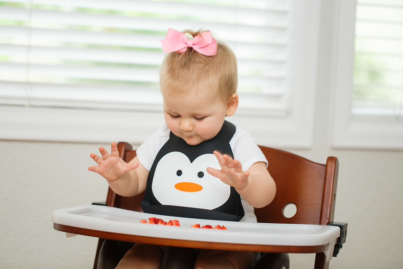 Make_My_Day_Bib_Penguin_lifestyle (38).JPG