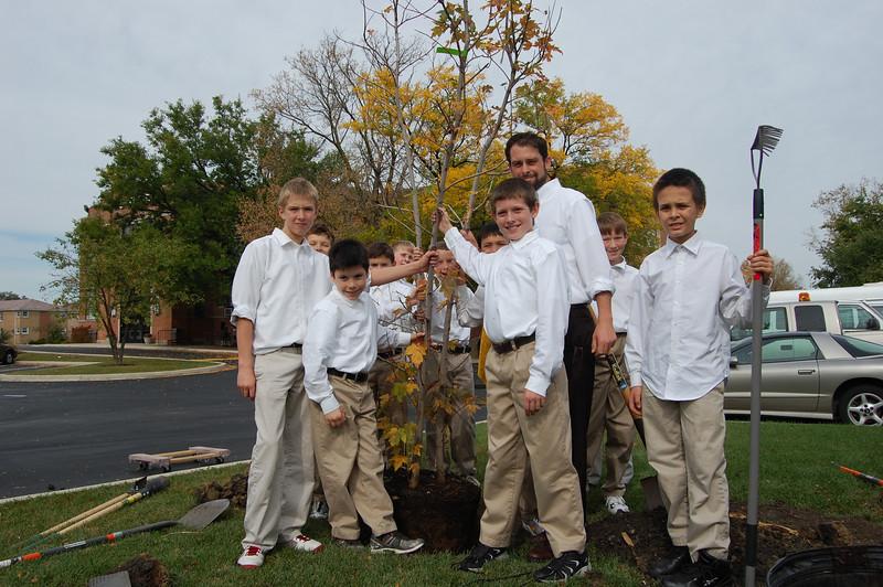 Planting Tree (11).JPG