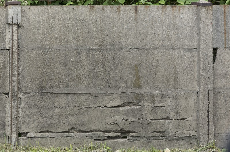 ConcreteFence0008_L.jpg