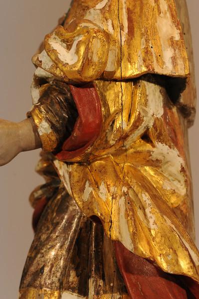 Zwischenzustand: Anna Altar, Josd, Vergoldung freigelegt, sichtbare Kittungen (Ölkitt) mussten reduziert werden um sie der Oberfläche anzupassen und weil sie teils die Polimentvergoldung abgedeckt haben AAF_0969_21-10-2011