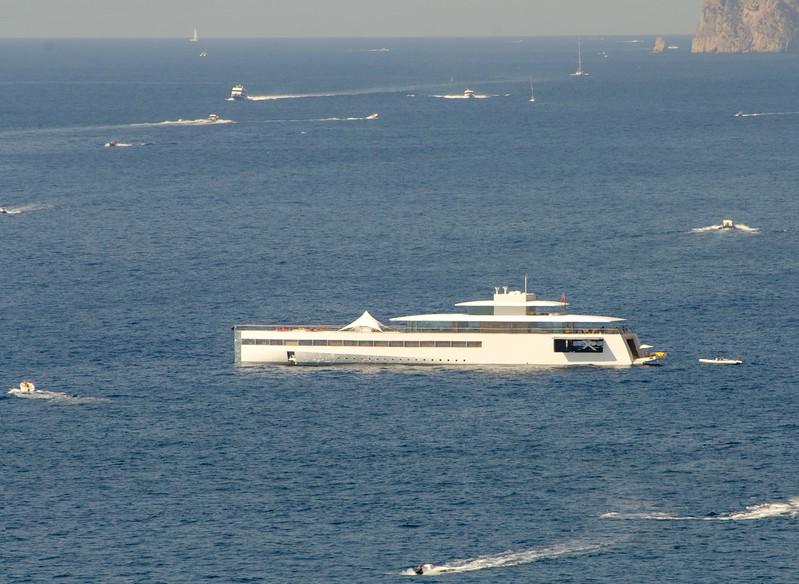 Jobs boat - close