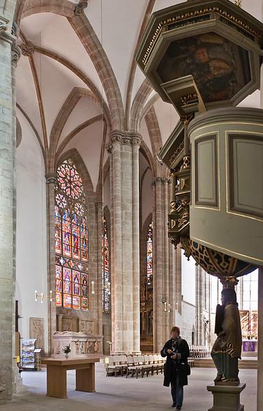 Arnstadt, Liebfrauenkirche, Blick in nördlichen Hallenchor mit Grabkapelle der Grafen von Schwarzenberg