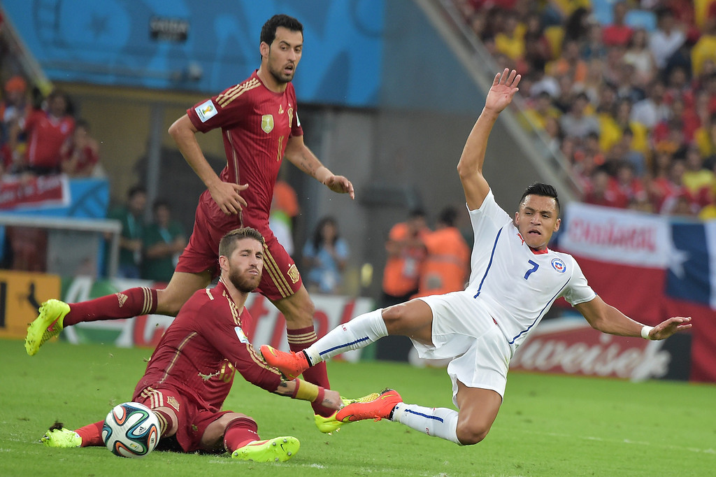 . Chile\'s forward Alexis Sanchez (R) and Spain\'s defender Sergio Ramos vie for the ball during a Group B football match between Spain and Chile in the Maracana Stadium in Rio de Janeiro during the 2014 FIFA World Cup on June 18, 2014.  GABRIEL BOUYS/AFP/Getty Images