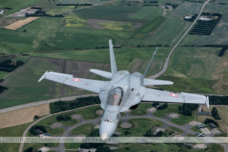 F20180609a112817_2212-F-18A Hornet-J-5020-Suisse-Demo-a2a-Aalborg,Danemark.JPG
