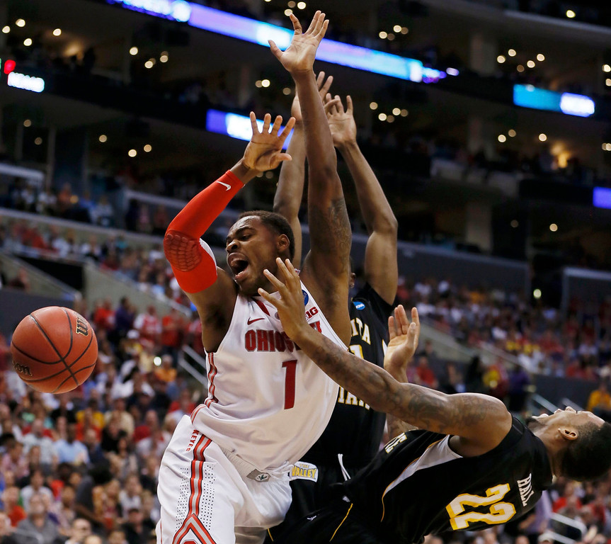 . Ohio State Buckeyes forward Deshaun Thomas (L) collides with Wichita State Shockers forward Carl Hall in the second half during their West Regional NCAA men\'s basketball game in Los Angeles, California March 30, 2013.  REUTERS/Lucy Nicholson