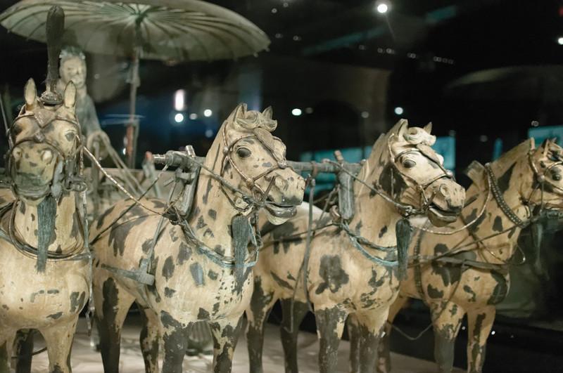 Die erste der bronzenen Kutschen.
