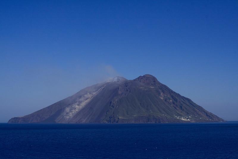 Stromboli Lava Flow.jpg