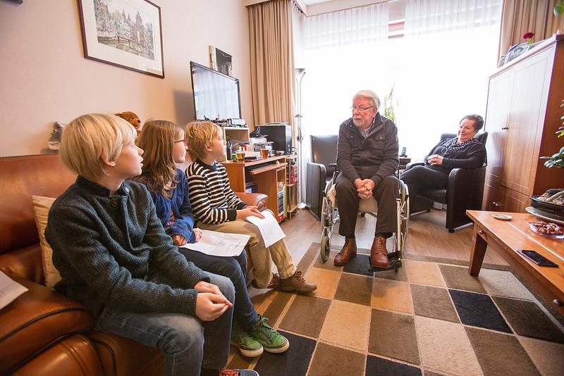 Den Haag, 21januari 2015, Oorlog in mijn buurt, interview van leerlingen van de Anne Frankschool met Jan Drijfhout,  foto: Katrien Mulder