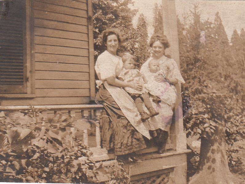 Clara Hopkins c Muriel, Mamie Smith c Eddie? -1.jpg